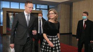Захариева: Трябва да има бързи транзитни коридори за хора и стоки в ЕС